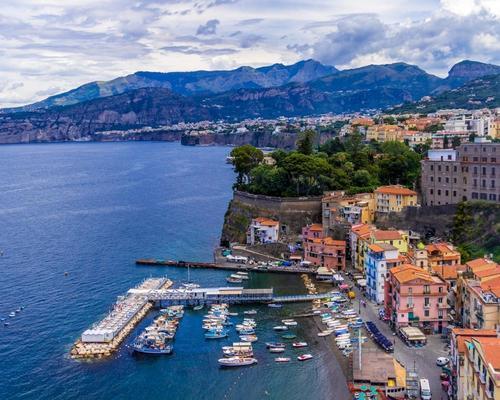 Sorrento, Olaszország márciusban: utazás repülővel és szállás