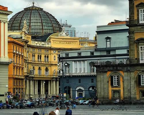 Volo + Hotel a Napoli