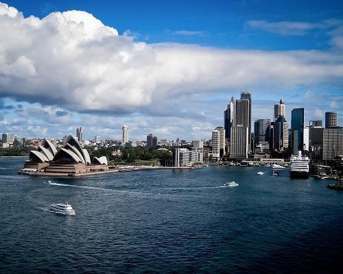 Über die Stadt der Superlative Dubai nach Sydney und Auckland bis zur Insel der 1000 Tempel nach Bali