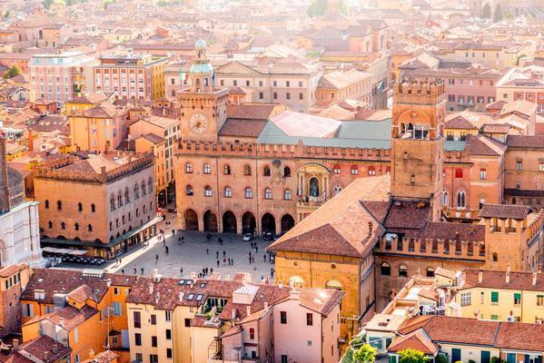 Bolognai városlátogatás: utazás repülővel + szállás