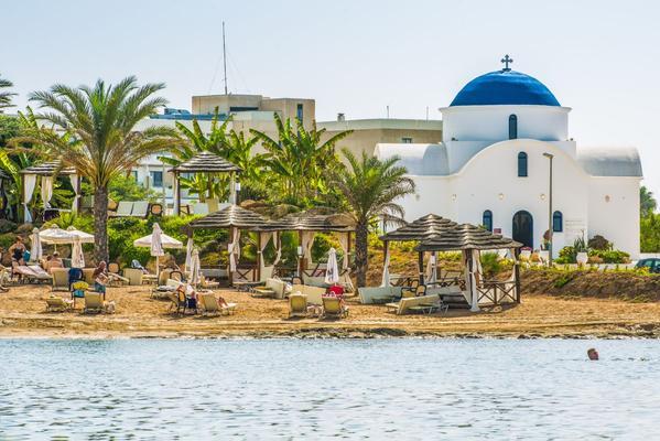 4 éj Ciprus, Páfosz májusban: repülőjegy és szálloda