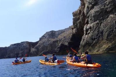 Excursión en kayak y diversión en familia en Menorca