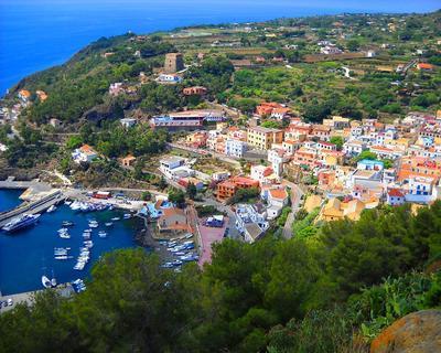 Isola di Ustica - Case centro storico - Solo pernottamento - Aliscafo da Palermo incluso