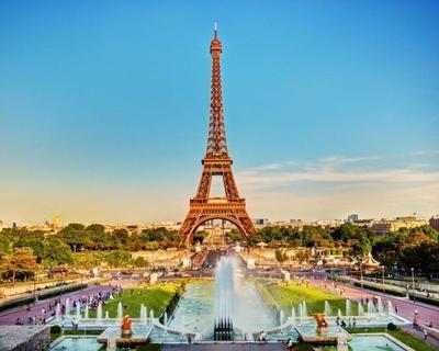 Párizs városlátogatás tavasszal: utazás repülővel és szállás