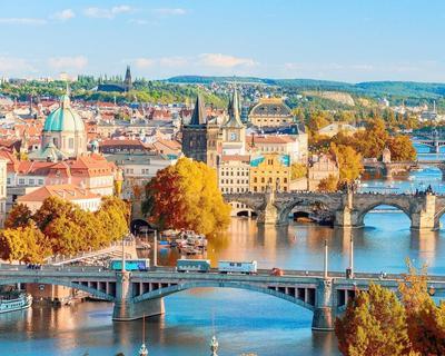 Vuelo directo de ida y vuelta a Praga