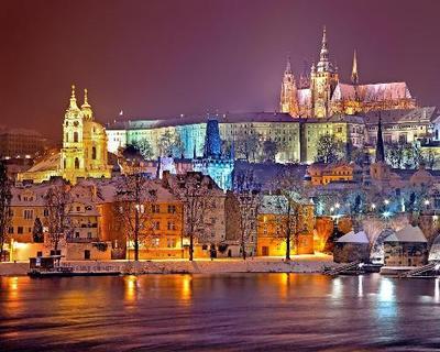 Das weihnachtliche Prag erleben inkl. Weihnachtsmarkt-Hopping, überraschenden Facts & Spezialitäten
