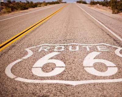 Legendär, kontrastreich, historisch: auf der Route 66 der Sonne entgegen fahren
