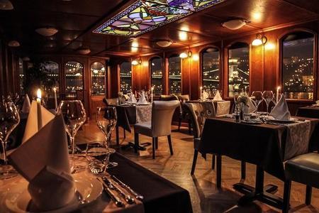 Gastroboat Pannonia – ungarisches Gourmetabendessen und Bootsfahrt