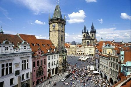 Recorrido de día completo por Praga con crucero por el río Moldava, visita al Castillo de Praga y almuerzo