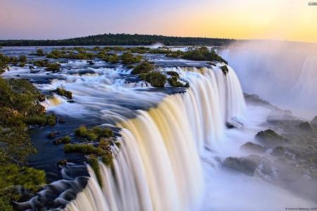 Recorrido de un día al lado argentino de las cataratas del Iguazú con paseo opcional en barco