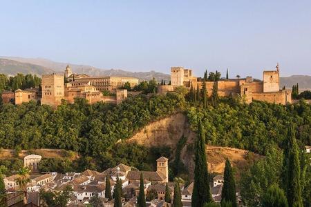Billet coupe-file pour visite guidée par un expert de l'Alhambra et des jardins du Generalife