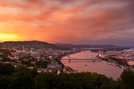 Vuelo en helicóptero al atardecer en Budapest