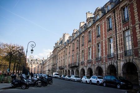 Compras en París: Excursión para grupos pequeños de moda y fragancias en Le Marais