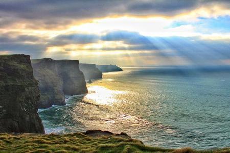 Tour zu den Cliffs of Moher mit Wild Atlantic Way und Galway City ab Dublin