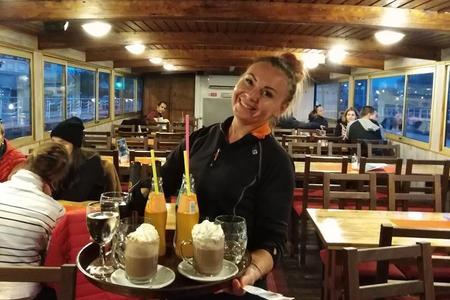 Crucero con cena bufé por el río Moldava en Praga