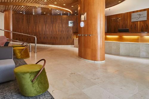 Hotel Silken Luis de León, Reception
