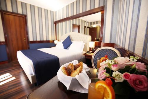 Hotel Regent, Imagen destacada
