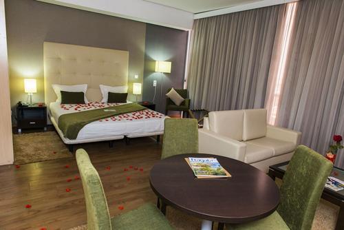 Hotel Santiago, Featured Image