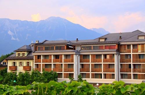 Hotel Lovec, Hoofdafbeelding