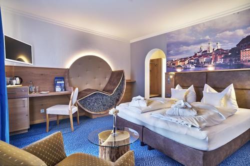 Hotel Lindenhof, Featured Image