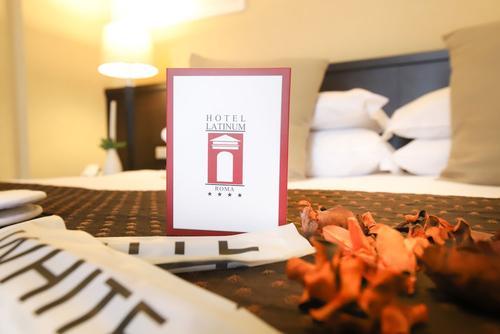 Hotel Latinum, Featured Image