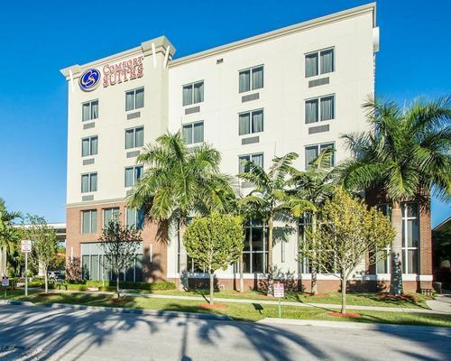 Comfort Suites Miami Airport North, Featured Image