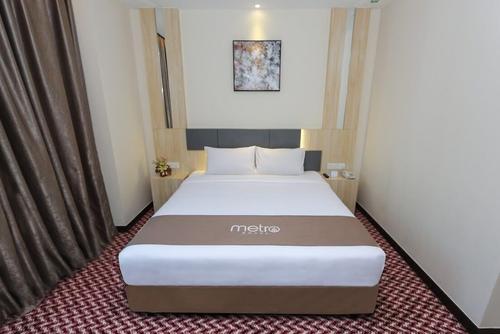 Metro Hotel, Featured Image